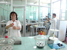 20060715014539-laboratorio-cbq.jpg