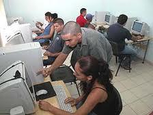 De fiesta los Joven Club en Cuba